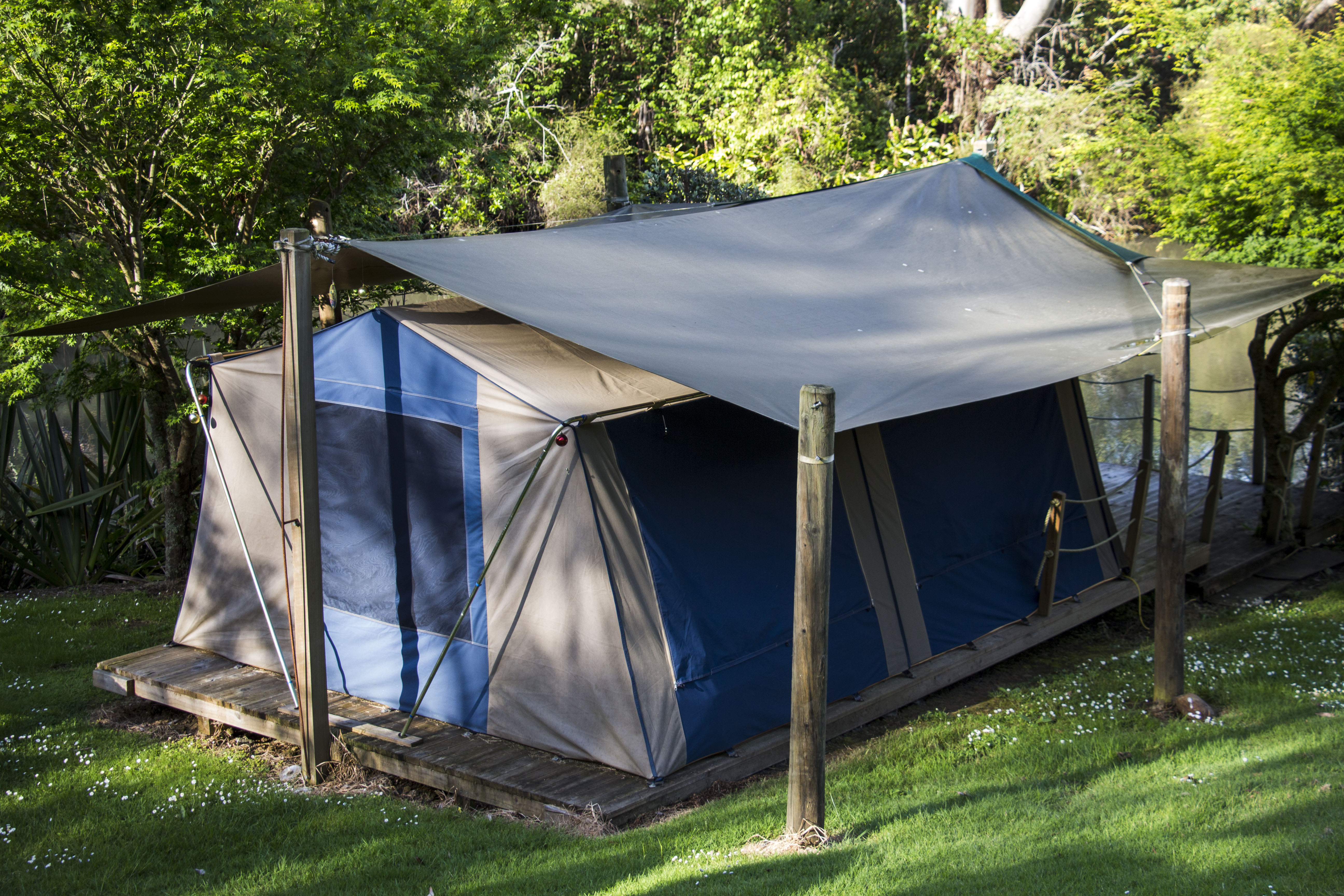The Luxury deck-mounted Safari Tents have been set up on prime mainly garden-screened sites with river inlet and park views. The concept is to cater for ... & Safari Tents - A Romantic Canvas Lodge « Camping Bay of Islands ...